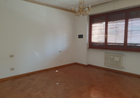 Periferia Sud, 3 Bedrooms Bedrooms, ,2 BathroomsBathrooms,Appartamento,Vendita,1106